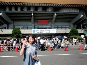 松田聖子コンサート武道館前で