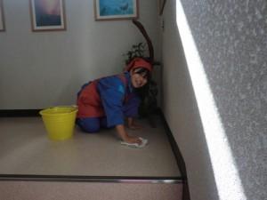 階段の拭き掃除
